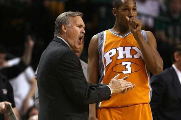 BOSTON - MARCH 26:  Head coach Mike D'Antoni of the Phoenix Suns reacts to a call against his team as Boris Diaw #3 of the Suns looks on in the first half against the Boston Celtics on March 26, 2008 at the TD Banknorth Garden in Boston, Massachusetts.  NOTE TO USER: User expressly acknowledges and agrees that, by downloading and or using this Photograph, user is consenting to the terms and conditions of the Getty Images License Agreement.  (Photo by Elsa/Getty Images)