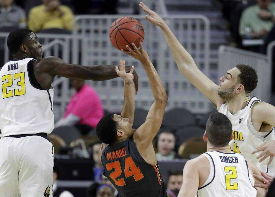 California's Kameron Rooks (right, blocks a shot by Oregon State's Kendal Manuel (24) during the first half of an NCAA college basketball game in the first round of the Pac-12 men's tournament Wednesday, March 8, 2017, in Las Vegas. California's Jabari Bird is on the left. (AP Photo/John Locher) Photo: John Locher, Associated Press