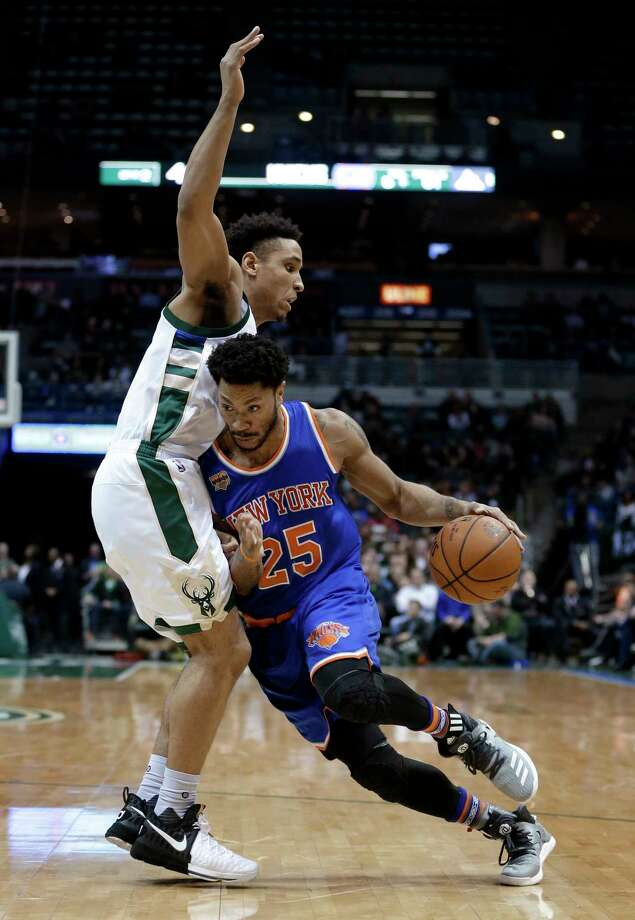 New York Knicks' Derrick Rose (25) drives to the basket against Milwaukee Bucks' Malcolm Brogdon during the first half of an NBA basketball game Wednesday, March 8, 2017, in Milwaukee. (AP Photo/Aaron Gash) ORG XMIT: WIAG106 Photo: Aaron Gash / FR171181 AP