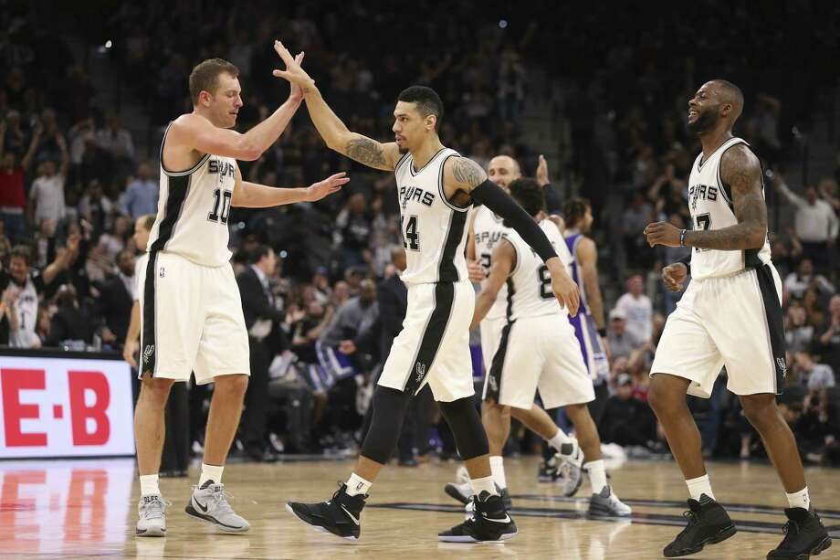 San Antonio Spurs' Danny Green gets a high five from David Lee after scoring a late fourth quarter three-pointer against the Sacramento Kings at the AT&T Center, Wednesday, March 8, 2017. The Spurs won 114-104. On the right is Jonathon Simmons. Photo: JERRY LARA, Staff / San Antonio Express-News / © 2017 San Antonio Express-News