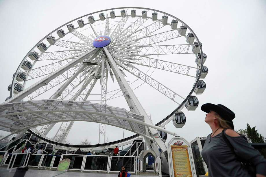 La Grande XL ferris wheel on the carnival midway at the Houston Livestock Show and Rodeo, at NRG Park, Wednesday, March 8, 2017, in Houston.  ( Karen Warren / Houston Chronicle ) Photo: Karen Warren, Staff Photographer / 2017 Houston Chronicle