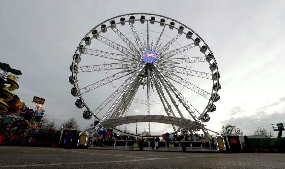 La Grande XL ferris wheel during the first afternoon of the carnival at the Houston Livestock Show and Rodeo, at NRG Park, March 7, 2017, in Houston.  ( Karen Warren / Houston Chronicle ) Photo: Karen Warren, Staff Photographer / 2017 Houston Chronicle