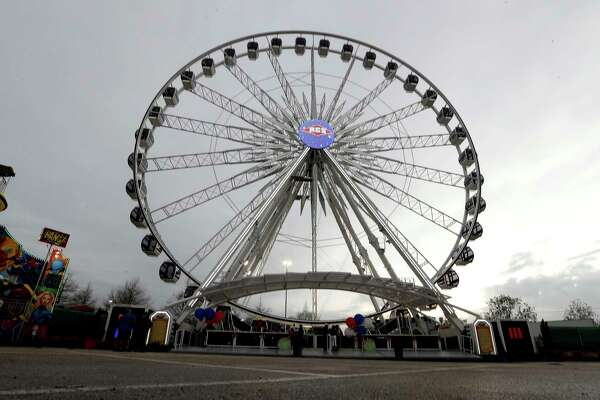La Grande XL ferris wheel during the first afternoon of the carnival at the Houston Livestock Show and Rodeo, at NRG Park, March 7, 2017, in Houston.  ( Karen Warren / Houston Chronicle )