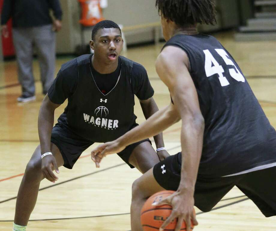 Jalen Jackson (left) has drawn interest from colleges,  saying he has offers from UTSA, Texas- Arlington  and Middle Tennes see State . Photo: Tom Reel / San Antonio Express-News / 2017 SAN ANTONIO EXPRESS-NEWS
