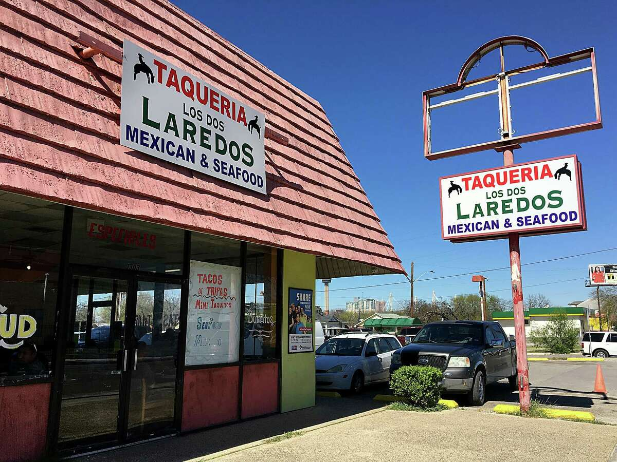 Taquería Los Dos Laredos: 1303 S. Hackberry St.Date: 09/17/2018 Score: 76Highlights: Observed beans, chicken broth and other foods at incorrect temperature in the walk-in refrigeration unit. An employee using bare hand contact with tortillas. Knives stored between equipment and walls. Walls, floors, ceilings, plumbing lines, and conduit lines required