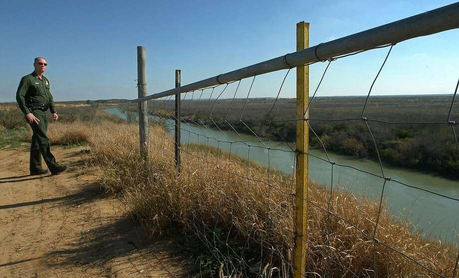 U.S. Border Patrol agent Preston Schleinkofer looks out over the Rio Grande River near Laredo, Texas, Monday, Feb. 5, 2001, on a day when he didn't see one illegal immigrant cross on his shift. Arrests of illegal immigrants have dropped all along the Mexico-U.S. border. Experts say that could be a sign that Mexicans are staying home to enjoy a growing economy and growing hopes under the first opposition president in seven decades. (AP Photo/Gregory Bull) Photo: GREGORY BULL, AP