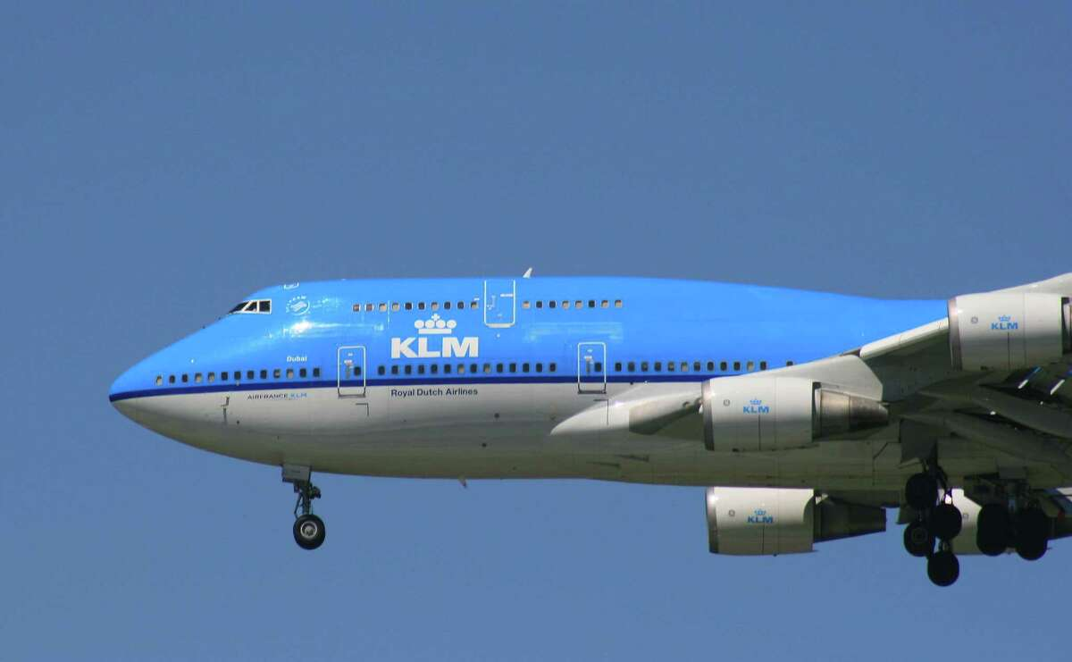 A KLM Boeing 747 approaches Bush Intercontinental Airport in March 2015.