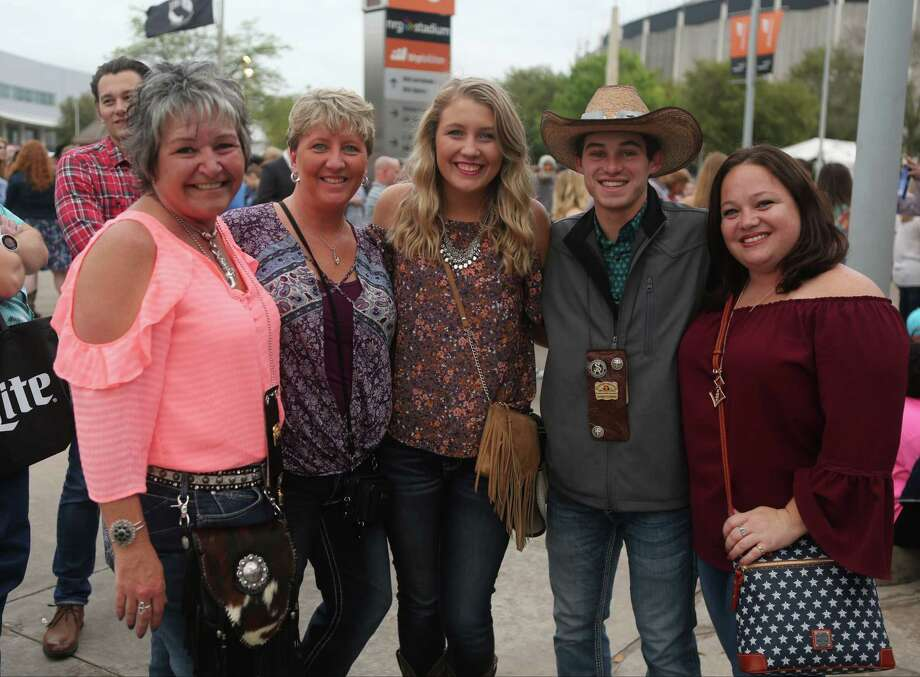 Rodeo fans prepare to enter NRG Stadium for the rodeo and Chris Stapleton, Thursday, March 9, 2017, in Houston. Photo: Houston Chronicle / © 2017 Houston Chronicle