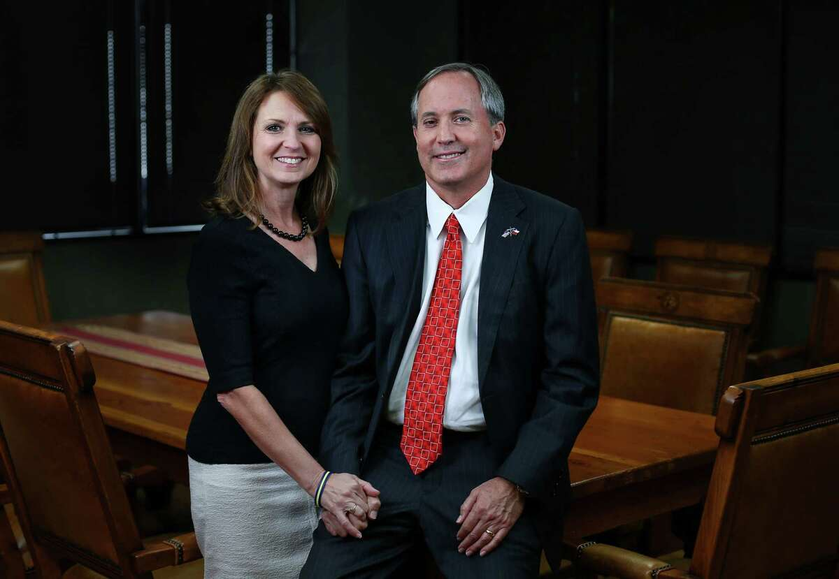 Texas Attorney General Ken Paxton, right, and his wife, Angela Paxton, pose for a portrait Wednesday, Sept. 21, 2016, in Austin. ( Jon Shapley / Houston Chronicle )