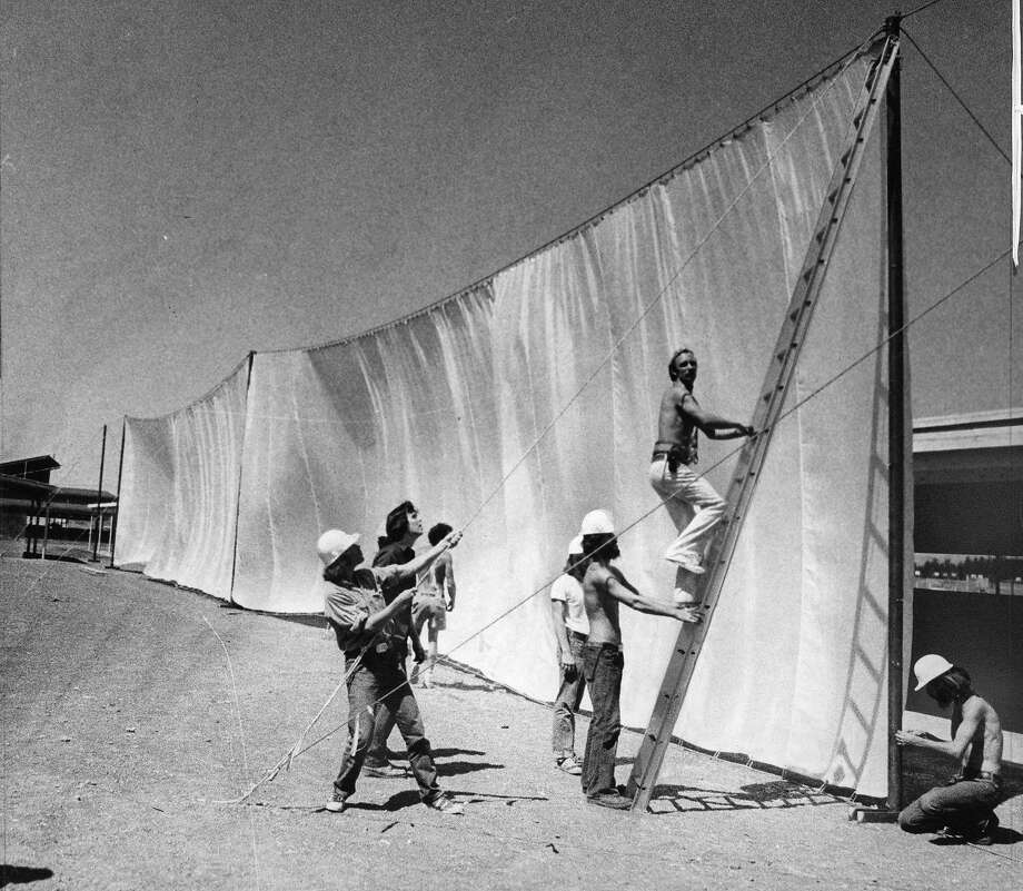 New York artist Christo Javacheff works on installing a 24 mile long running fence from Petaluma to the Pacific Ocean. Here, they are working at the Sonoma County Fairgrounds in Petaluma. Students from local colleges are helping with the installation, September 1, 1976. Photo: Clem Albers, The Chronicle