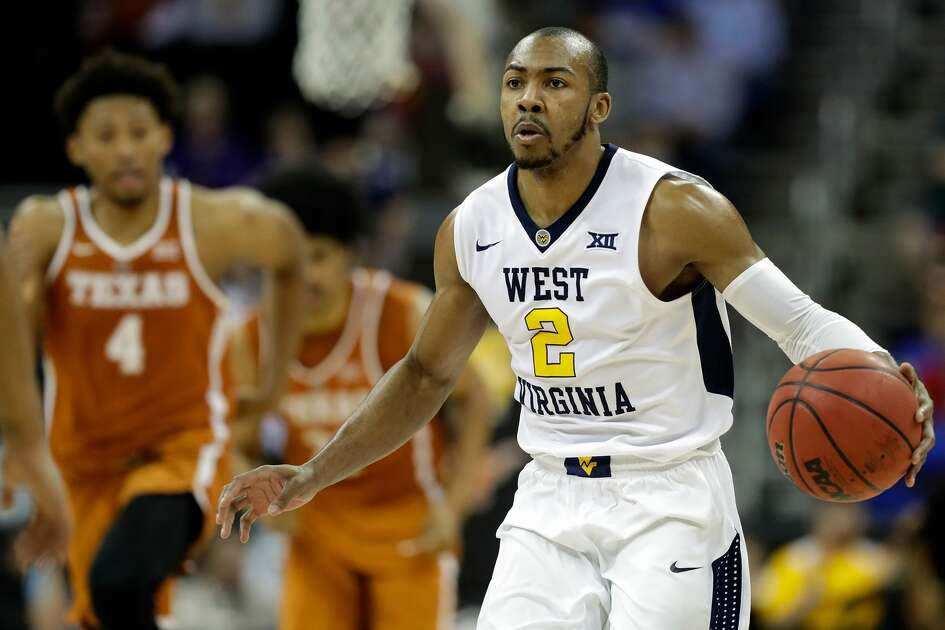 KANSAS CITY, MO - MARCH 09:  Jevon Carter #2 of the West Virginia Mountaineers controls the ball during the quarterfinal game of the Big 12 Basketball Tournament against the Texas Longhorns at the Sprint Center on March 9, 2017 in Kansas City, Missouri.  (Photo by Jamie Squire/Getty Images)