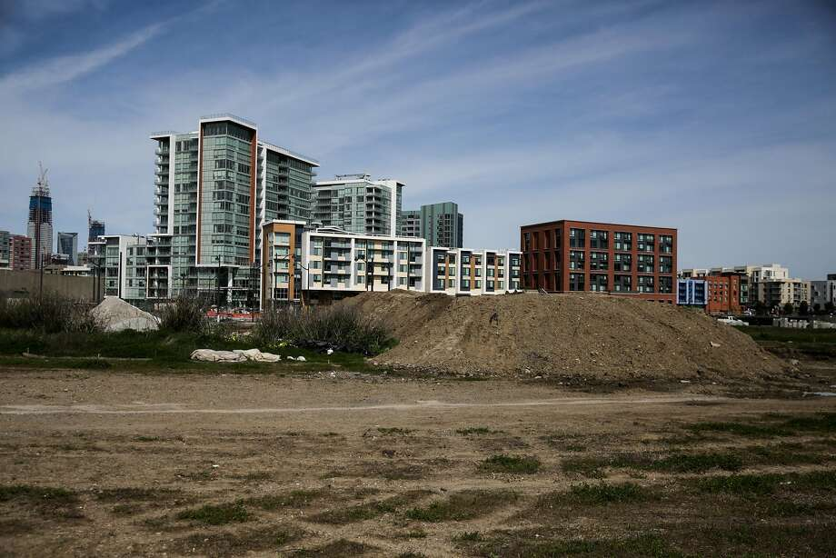 The school district has held the option to build a school on the plot in S.F.'s Mission Bay neighborhood nearly 20 years. Photo: Gabrielle Lurie, The Chronicle