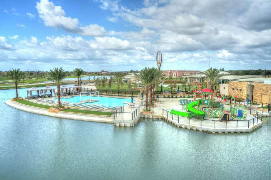 At the Grand Opening event on March 25-26, from 9 a.m. to 6 p.m., guests can tour Meridiana's resort-style Amenity Village with a family pool and custom cabanas, lap pool, splash pad with slides, fitness center, amphitheater and event lawn with shaded sitting areas, all-weather ping pong and foosball tables, cafe, fishing pier and glass-walled conservatory overlooking the lake.