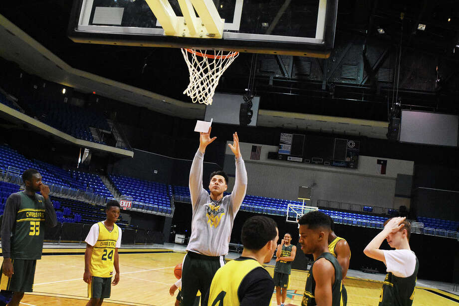 The Cy Falls Golden Eagles practice one last time at the Berry Center before heading to San Antonio for the state tournament. With a73-63 win against Fort Bend Bush, the Eagles advanced to the state semifinals, where they will face Dallas Skyline Friday at 7 p.m. in the Alamodome. Photo: Tony Gaines / HCN