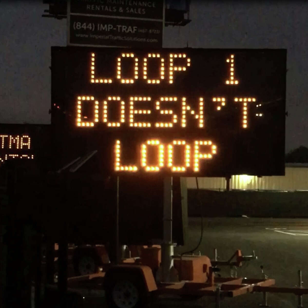 A video of a sign seen along Highway 71 in Austin offers traffic tips for SXSW visitors has gone viral on social media.