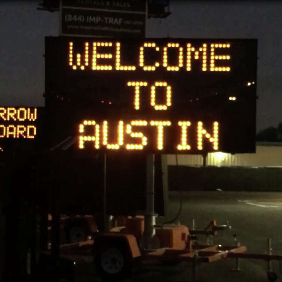 A video of a sign seen along Highway 71 in Austin offers traffic tips for SXSW visitors has gone viral on social media. Photo: Courtesy Of Ryan Petty/Imperial Traffic Solutions
