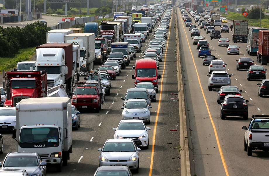 The morning commute along the 880 freeway through Oakland, Ca., on Fri. March 10, 2017, as seen from the 66th Ave. overcrossing. Photo: Michael Macor, The Chronicle