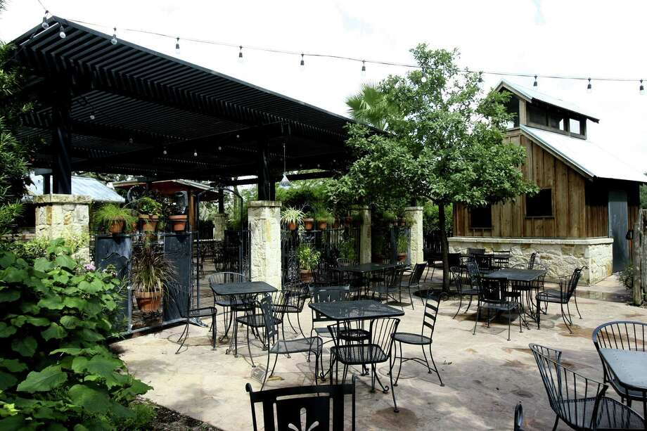 Scenic Loop Cafe's outdoor patio as seen in 2010. Photo: Express-News File Photo / hmontoya@express-news.net