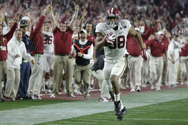 Alabama's O.J. Howard heads to the end zone for a touchdown reception during the second half of the NCAA college football playoff championship game against Clemson Monday, Jan. 11, 2016, in Glendale, Ariz. (AP Photo/Chris Carlson)