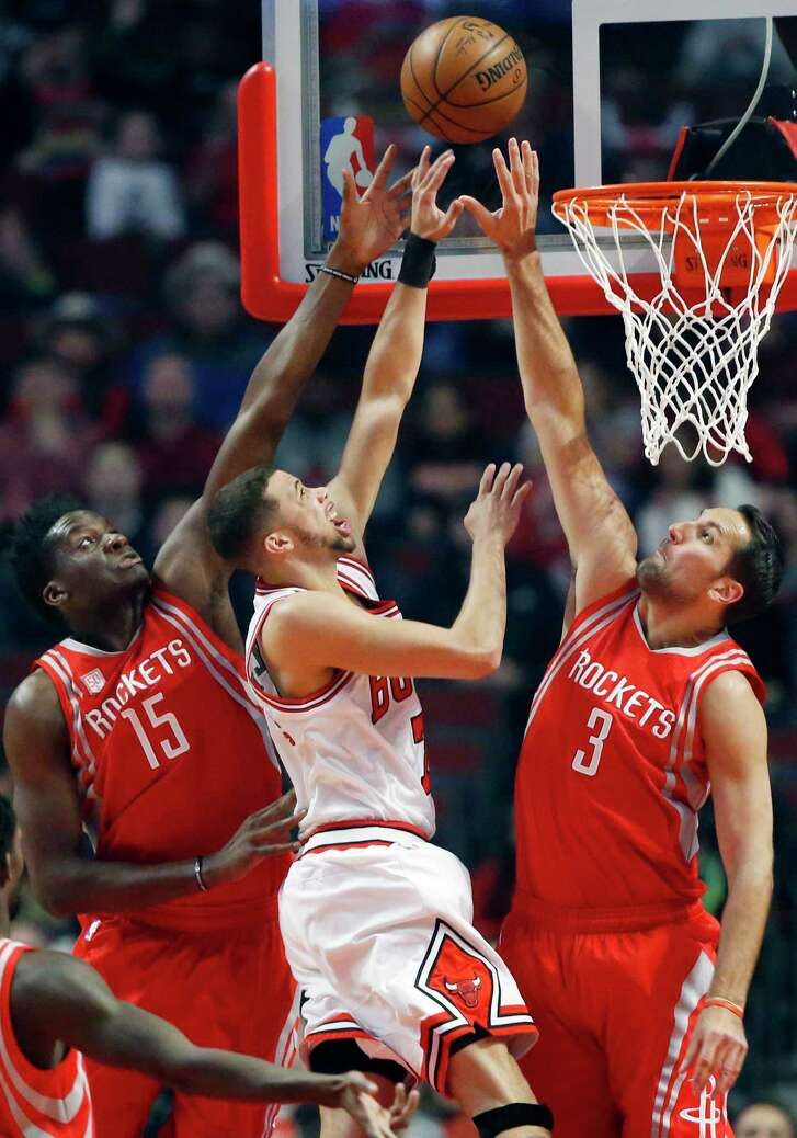 Chicago Bulls guard Michael Carter-Williams, center, shoots between Houston Rockets center Clint Cappella, left, and forward Ryan Anderson during the first half of an NBA basketball game Friday, March 10, 2017, in Chicago. (AP Photo/Nam Y. Huh)