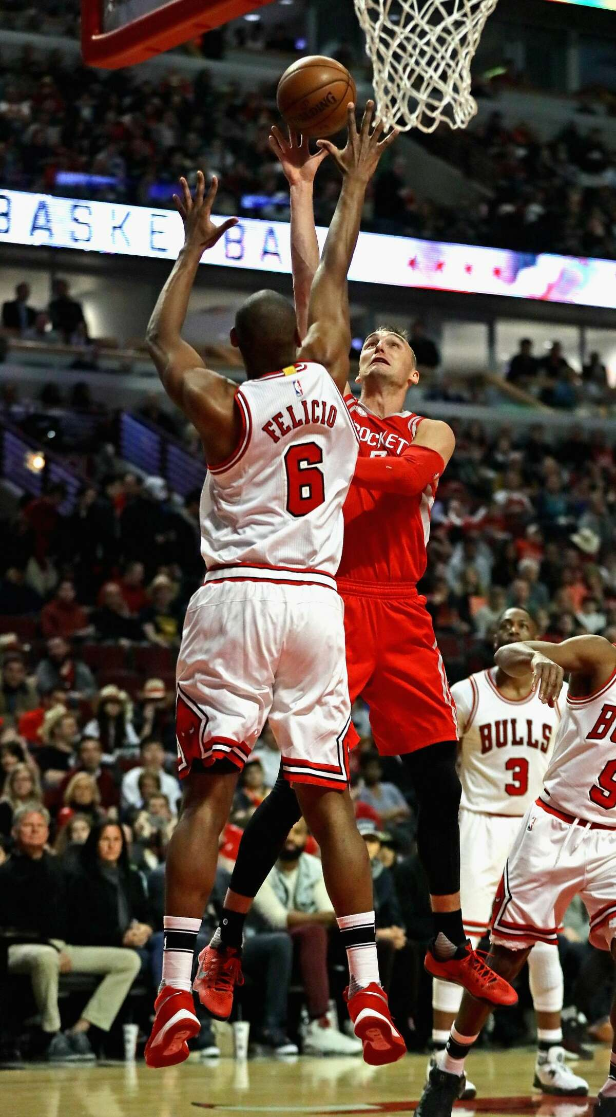 CHICAGO, IL - MARCH 10: Sam Dekker #7 of the Houston Rockets shoots against Cristiano Felicio #6 of the Chicago Bulls at the United Center on March 10, 2017 in Chicago, Illinois. NOTE TO USER: User expressly acknowledges and agrees that, by downloading and/or using this photograph, user is consenting to the terms and conditions of the Getty Images License Agreement. (Photo by Jonathan Daniel/Getty Images)