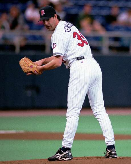 Minnesota Twins starting pitcher Bob Tewksbury keeps an eye on Tampa Bay Devil Rays' Dave Martinez on first base during the first inning on Wednesday, April 29, 1998 in Minneapolis. (AP Photo/Callie Lipkin) Photo: CALLIE LIPKIN, AP