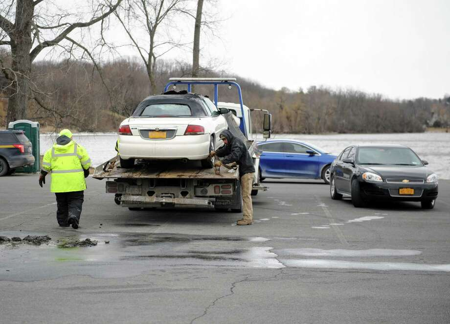 State and local emergency personnel pulled a car from the Hudson River in Coxsackie, N.Y. on Saturday, March 11, 2017. (Robert Downen / Times Union)
