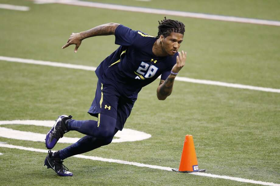 Defensive back Sidney Jones of Washington in action during day six of the NFL Combine at Lucas Oil Stadium on March 6, 2017 in Indianapolis, Indiana. (Photo by Joe Robbins/Getty Images) Photo: Joe Robbins/Getty Images