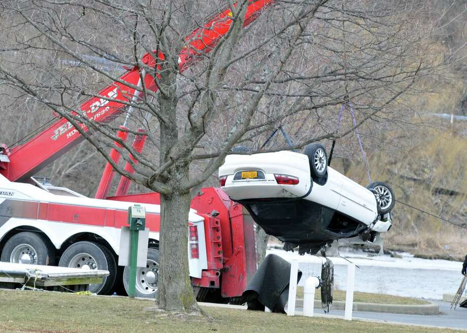 Coxsackie man dead after driving into Hudson River