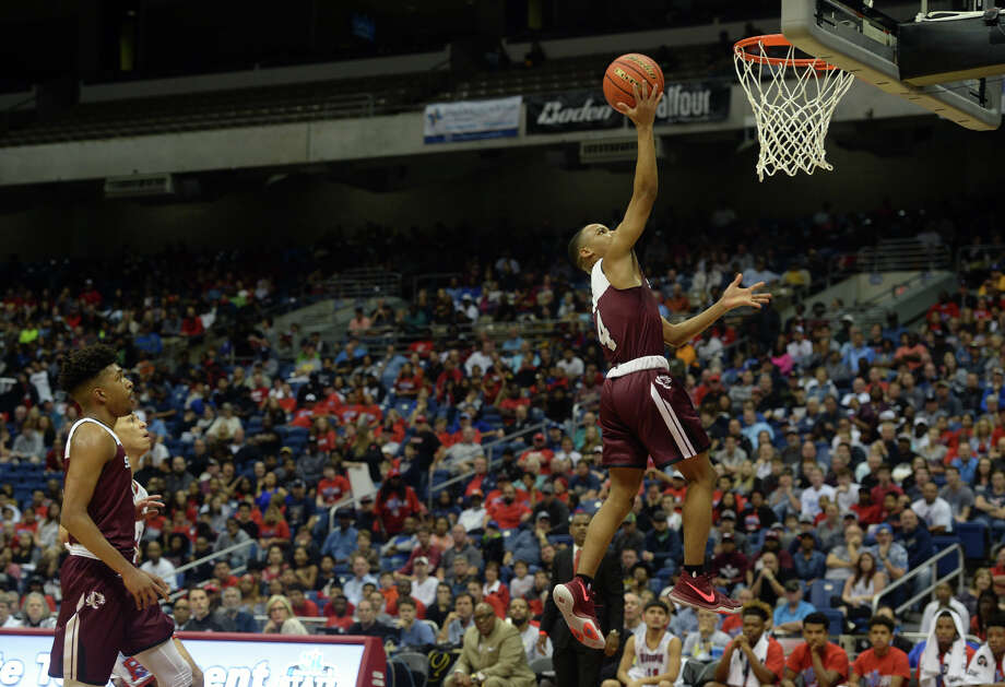 Silsbee's Bruce Newton shoots against Brazosport during the UIL state tournament in San Antonio on Saturday. Photo taken Saturday, March 11, 2017 Guiseppe Barranco/The Enterprise Photo: Guiseppe Barranco, Photo Editor