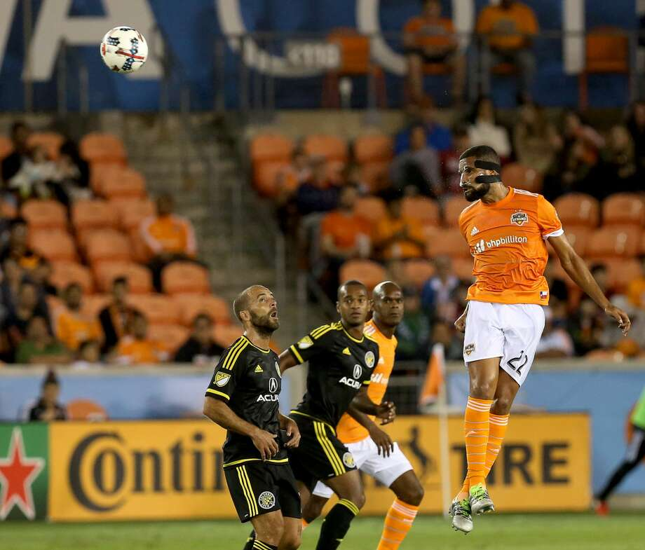 Houston Dynamo defender Leonardo (22) goes up for a header during the first half of the MLS soccer game against the Columbus Crew at BBVA Compass Stadium Saturday, March 11, 2017, in Houston. The Dynamos defeated the Crew 3-1. ( Yi-Chin Lee / Houston Chronicle ) Photo: Yi-Chin Lee/Houston Chronicle