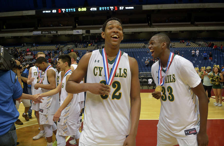 Cy Falls Eagles Maitlond Wanza (32), a senior, and junior Deshang Weaver, enjoy their medals after a 63-57 win over San Antonio Wagner in their Class 6A state final at the Alamodome in San Antonio on Saturday, March 11, 2017. (Photo by Jerry Baker/Freelance) Photo: Jerry Baker/For The Chronicle