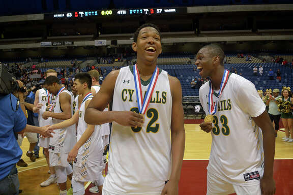 Cy Falls Eagles Maitlond Wanza (32), a senior, and junior Deshang Weaver, enjoy their medals after a 63-57 win over San Antonio Wagner in their Class 6A state final at the Alamodome in San Antonio on Saturday, March 11, 2017. (Photo by Jerry Baker/Freelance)