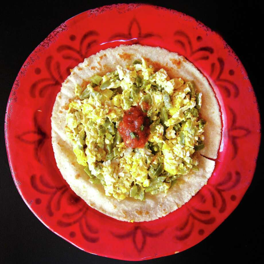 Nopales and egg taco on a handmade corn tortilla from Taquería Los Arcos on Nacogdoches Road. Photo: Mike Sutter /San Antonio Express-News