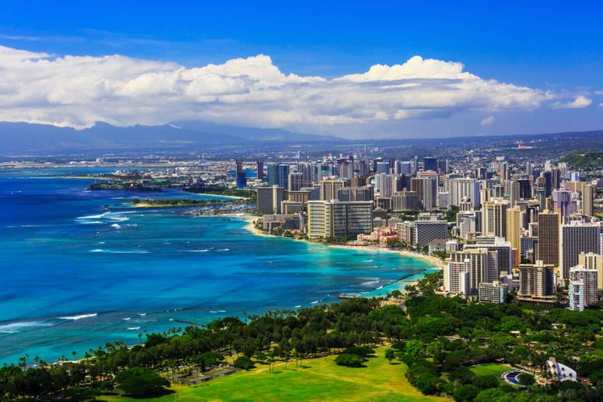 Hawaii Population estimateas of July 1, 2017: 1.4 million Percentage change from 2016 to 2017: -0.1% Source:U.S. Census