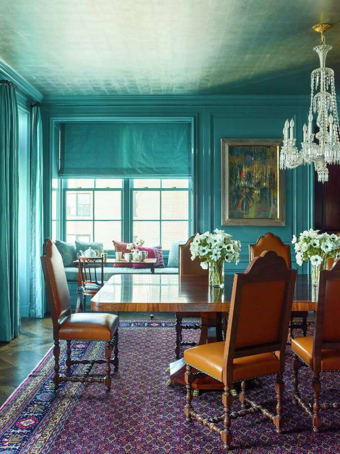 Katie Ridder updates a historic apartment in Manhattan with turquoise lacquered walls and a silver-leaf ceiling. (MUST CREDIT: Eric Piasecki) Photo: Eric Piasecki, STR / The Washington Post