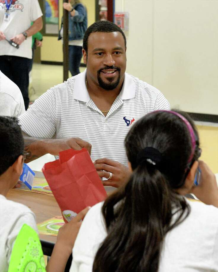 Duane Brown of the Houston Texans joins students for breakfast as part of the Fuel Up to Play 60 program and the Dairy Max Breakfast Games at Hutsell Elementary School in Katy ISD on Tuesday, March 7, 2017 Photo: Craig Moseley, Staff / ©2017 Houston Chronicle