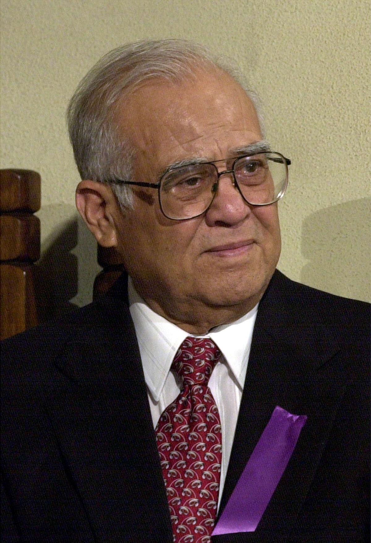 A file photo of Former Congressman E. Kika De la Garza when he attended the funeral mass for Henry B. Gonzalez at San Fernado Catedral. STAFF/ GLORIA FERNIZ