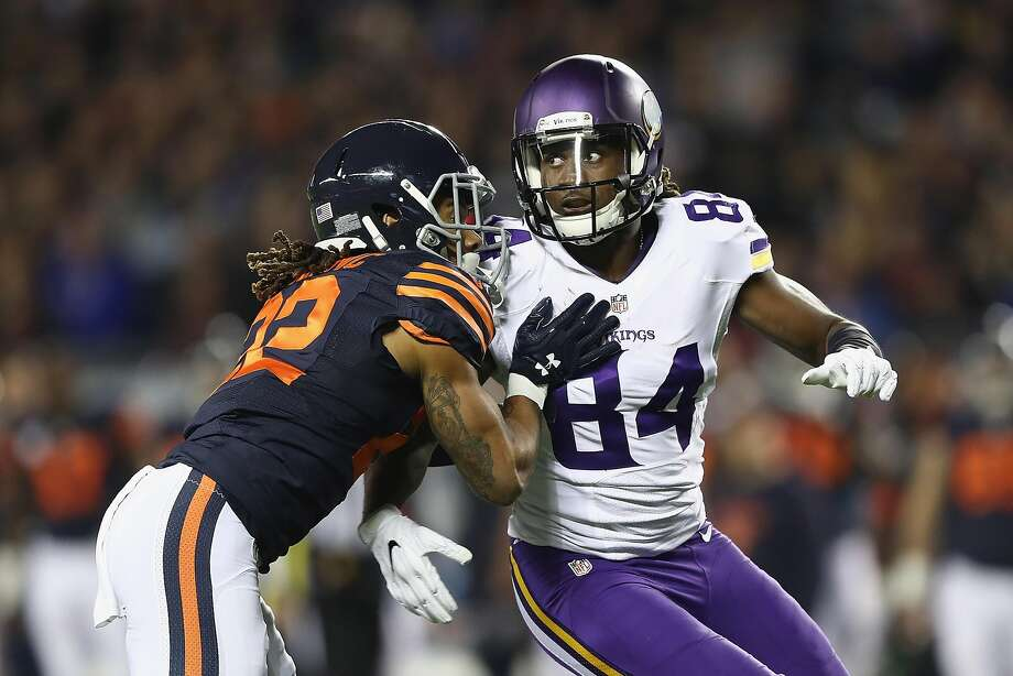 CHICAGO, IL - OCTOBER 31:  Cre'Von LeBlanc #22 of the Chicago Bears defends Cordarrelle Patterson #84 of the Minnesota Vikings during the first half of their game at Soldier Field on October 31, 2016 in Chicago, Illinois.  (Photo by Elsa/Getty Images) Photo: Elsa, Getty Images