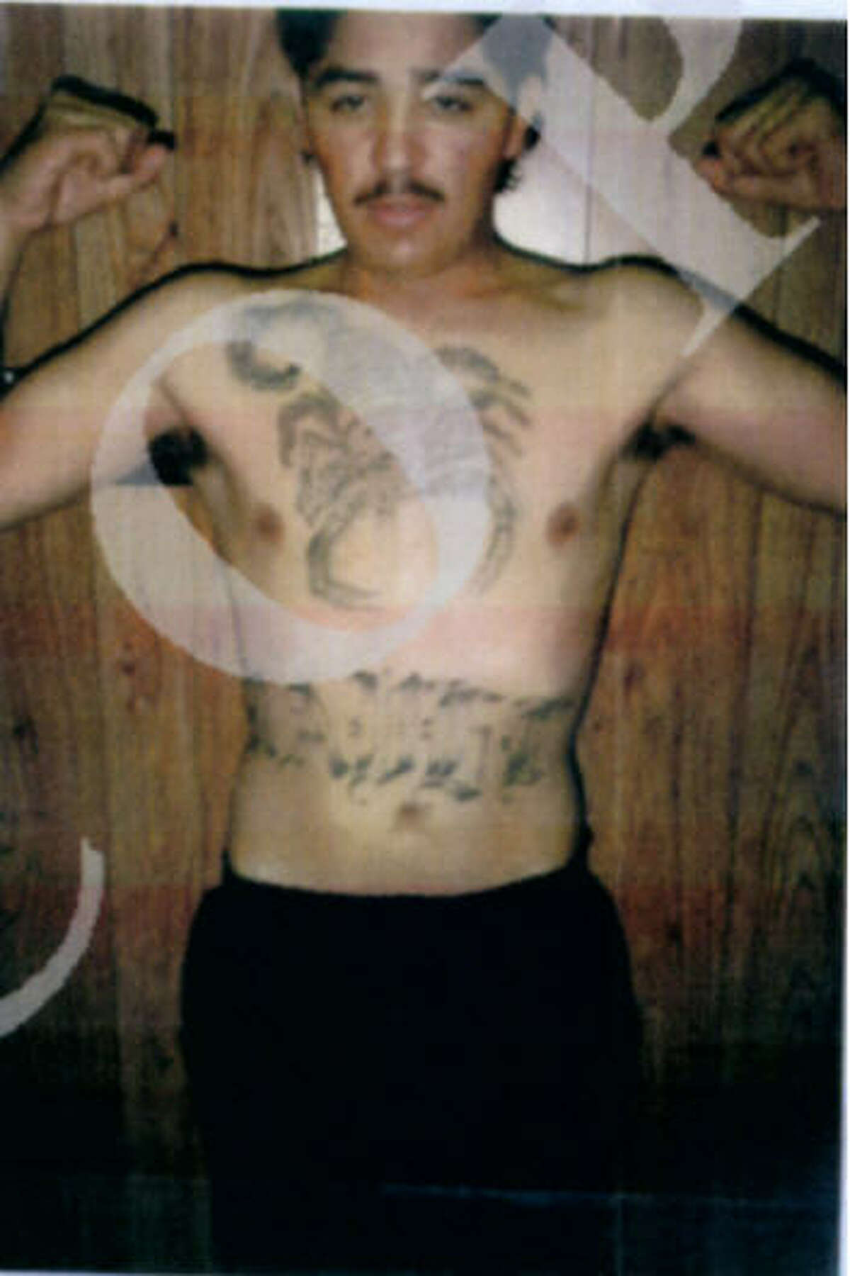 Changing appearance The FBI believes that Eduardo Ravelo, who is wanted on murder and drug charges, may have had surgery to change his appearance. In the photo above from 1992, he appears heavily tattooed.