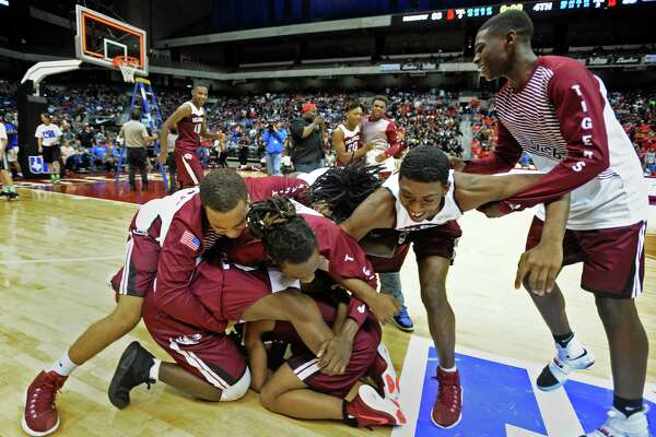 Silsbee players celebrate their victory over Brazosport while UIL official removes the game winning net at the State Championships in San Antonio on Saturday. Photo taken March 11, 2017 Guiseppe Barranco/The Enterprise