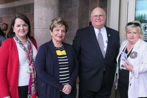 Juanita Piñeda, Gladys Keene, Elmo López Jr., y Glenda Walker en Gateway Community Center.