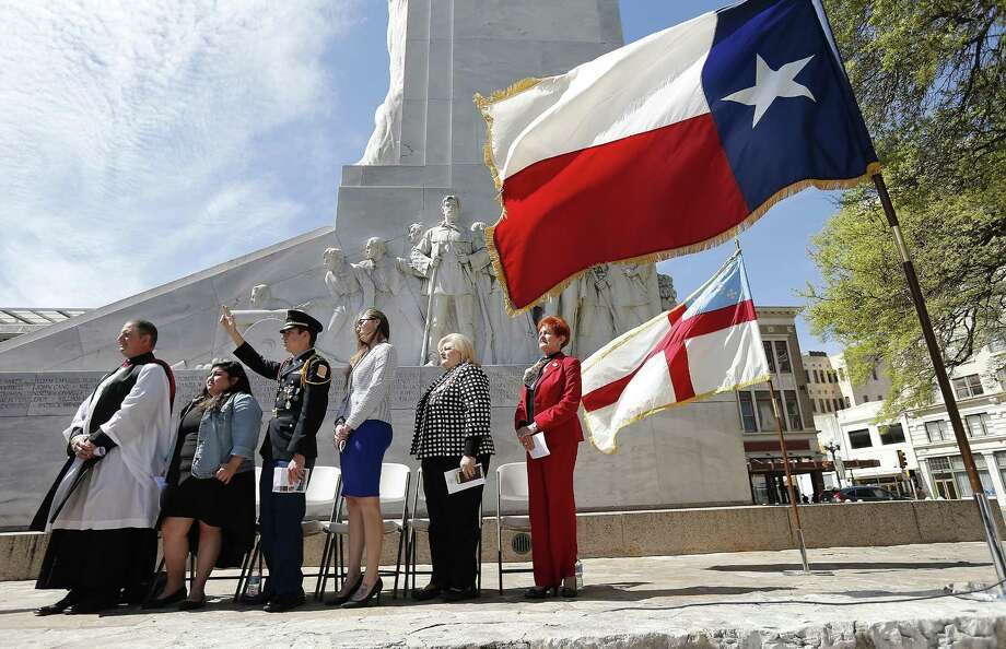 Guests stand in front of the Alamo Cenotaph during a ceremony hosted by the Daughters of the Republic of Texas, Alamo Mission Chapter, to commemorate the signing of the Texas Declaration of Independence in East Texas on March 2, 1836. A reader says any reimagining of the Alamo should keep the cenotaph where it is. Photo: Kin Man Hui /San Antonio Express-News / ©2017 San Antonio Express-News