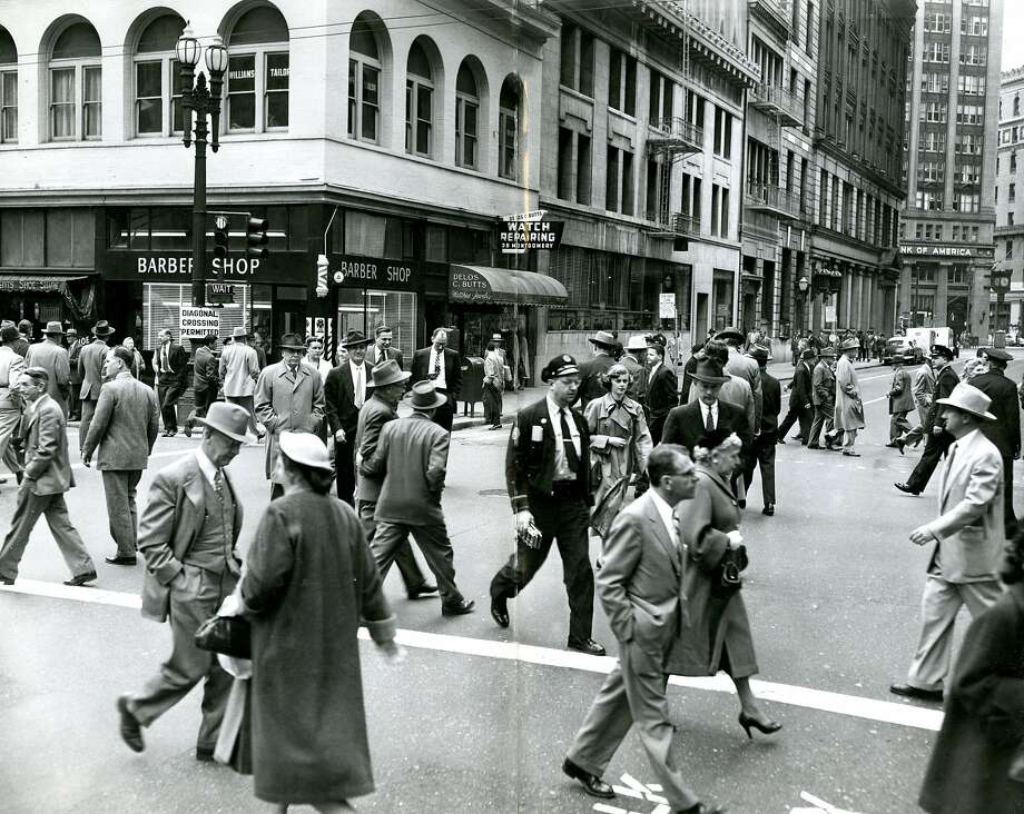 Well-dressed pedestrians scramble to cross the intersection of Sutter and Montgomery streets in San Francisco on March 4, 1954. Photo: Gordon Peters, San Francisco Chronicle