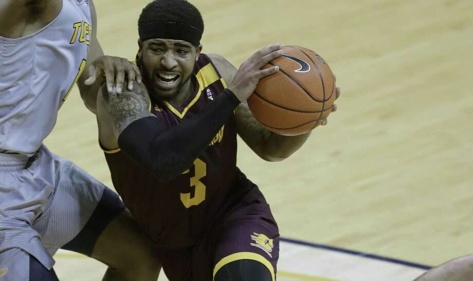 Central Michigan guard Marcus Keene drives to the basket against Toledo on Feb. 24, 2017. Photo: Carlos Osorio /Associated Press / Copyright 2017 The Associated Press. All rights reserved.