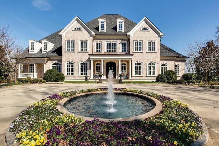 Fort Worth-born Kelly Clarkson's mansionThe singer is selling her Hendersonville, Tenn. mansion for $8.75 million.  Photo: Realtor.com