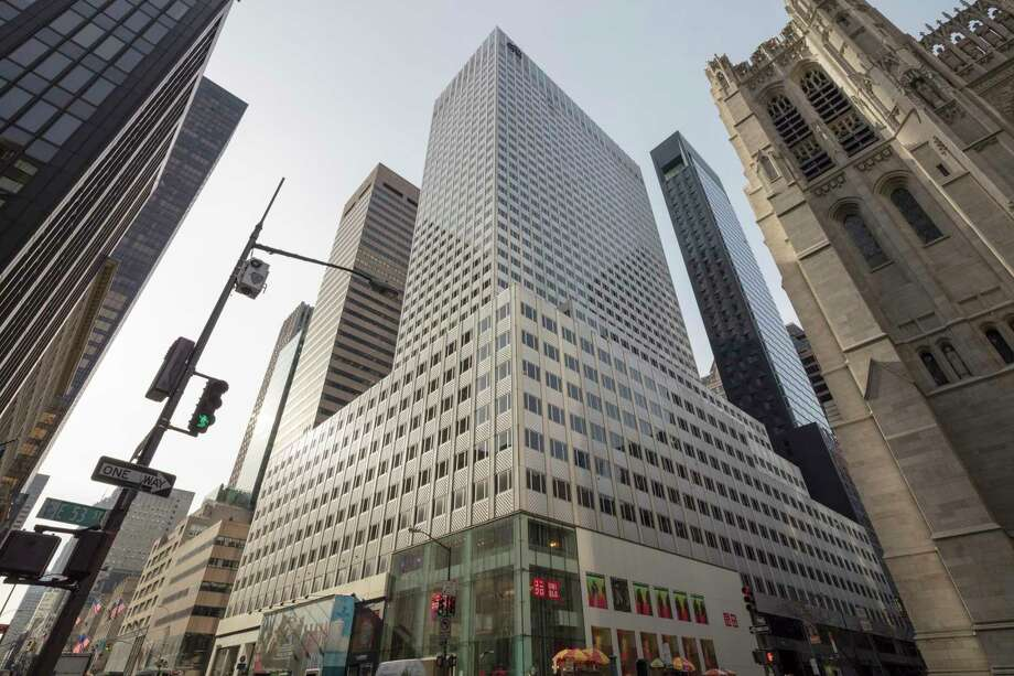 A deal for this Manhattan building, at 666 Fifth Avenue, could present potential conflicts of interest for Jared Kushner, a presidential adviser. Photo: PABLO ENRIQUEZ, STR / NYTNS