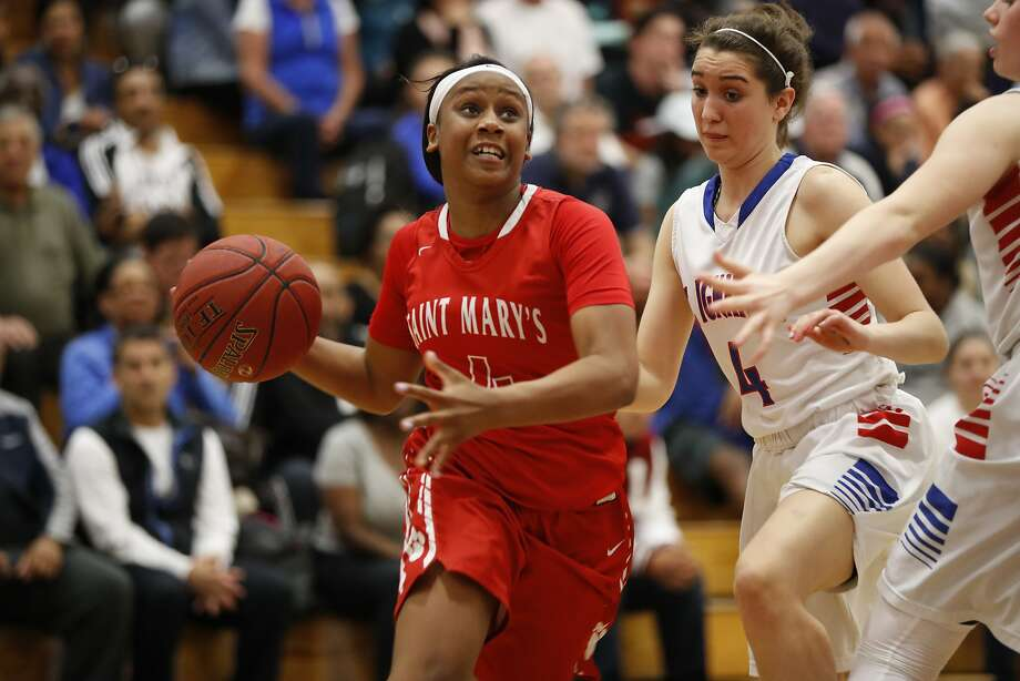 De'Janae Evans (4) of St. Mary's started slow but finished with a game-high 20 points to lead her school into the NorCal final. Photo: Stephen Lam, Special To The Chronicle