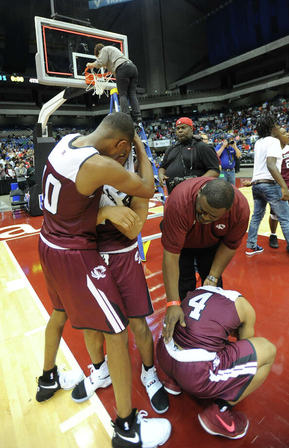 Silsbee players celebrate their victory over Brazosport while UIL official removes the game winning net at the State Championships in San Antonio on Saturday. Photo taken March 11, 2017 Guiseppe Barranco/The Enterprise Photo: Guiseppe Barranco, Photo Editor