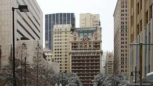 DALLAS - FEBRUARY 04:  The steets are empty in downtown Dalls after a snowstorm hit the area February 4, 2011 in Dallas, Texas. More than four inches of snow fell overnight in the North Texas area. The Green Bay Packers will play the Pittsburgh Steelers in Super Bowl XLV on February 6, 2011 at Cowboys Stadium in Arlington, Texas.  (Photo by Al Bello/Getty Images)